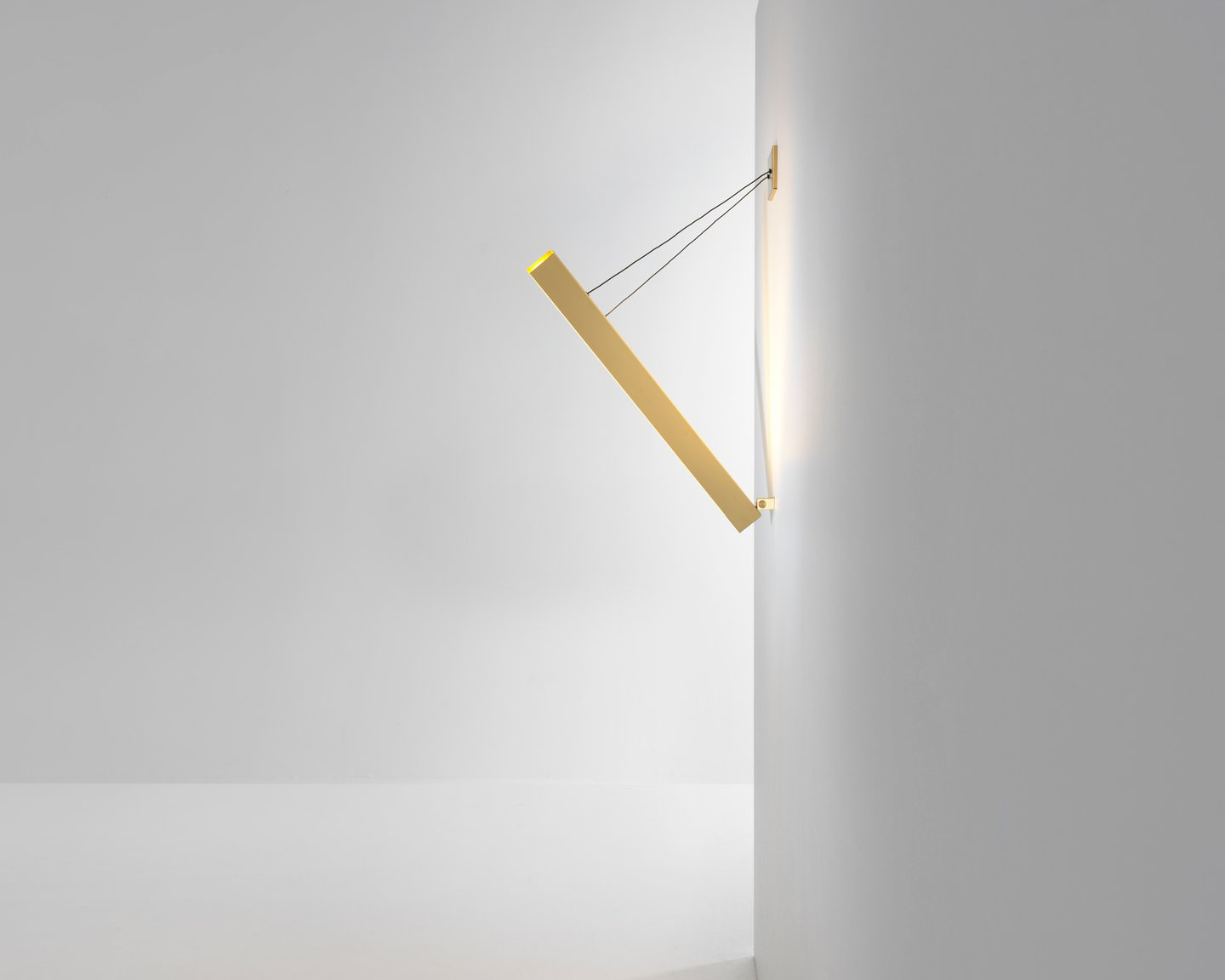 Image: uploads/2017_03/Resident-V-Wall-Light-by-Resident-Studio-3.jpg