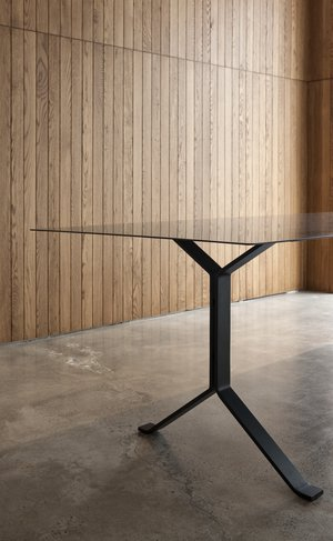 Image: uploads/2017_03/Resident_Interstellar_Dining_Table_by_Resident_Studio-3.jpg