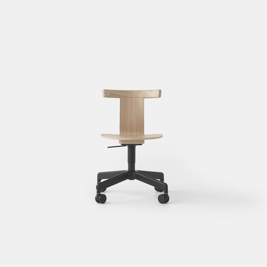 Jiro Swivel Chair (Nat Oak Blk Base Casters)